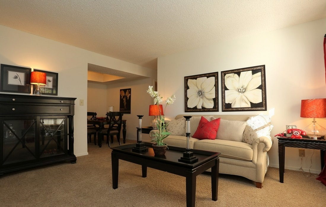 Spacious Living Area at Brittany Square Apartments in Tulsa, OK