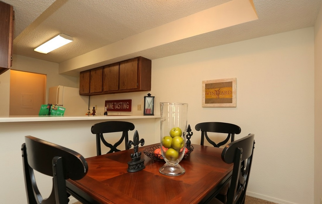 Dining Area at Brittany Square Apartments in Tulsa, OK