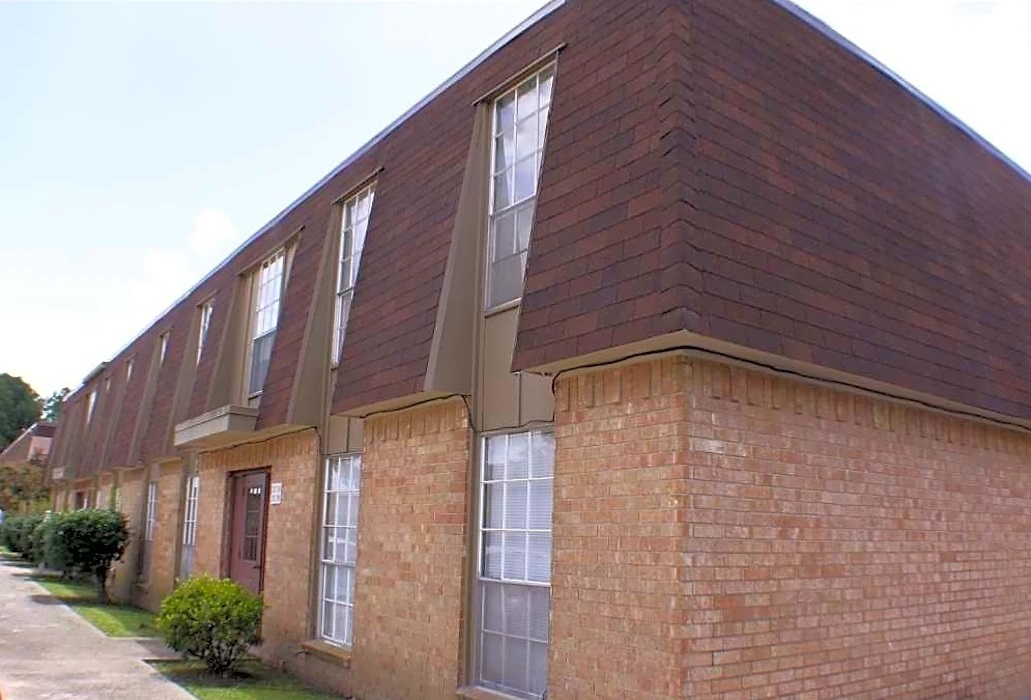 Conveniently Located Apartment Homes at Broadmoor Plantation Apartments in Baton Rouge, Louisiana