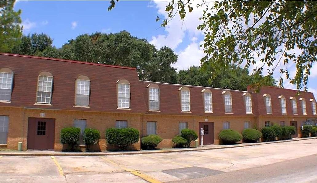 Pet-Friendly Apartments at Broadmoor Plantation Apartments in Baton Rouge, Louisiana