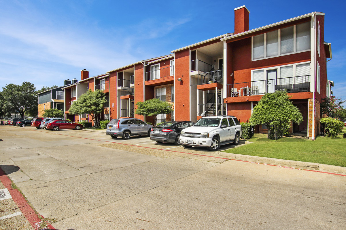 Effortless Parking at Cadence Apartments in Dallas, Texas