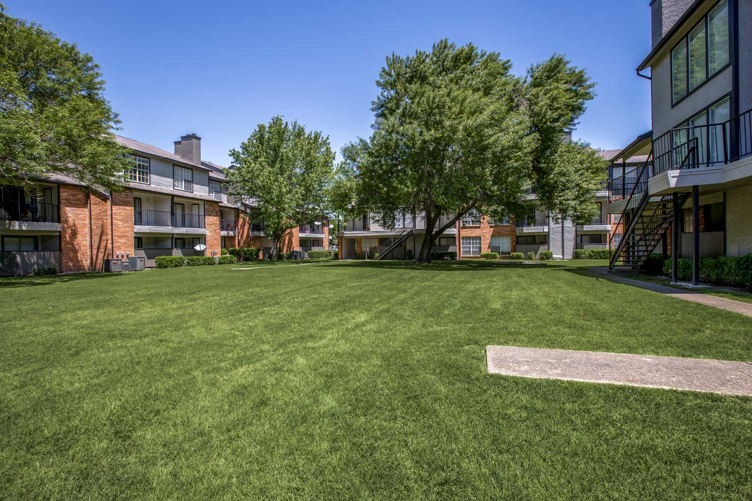 Community Friendly at Cadence Apartments in Dallas, Texas