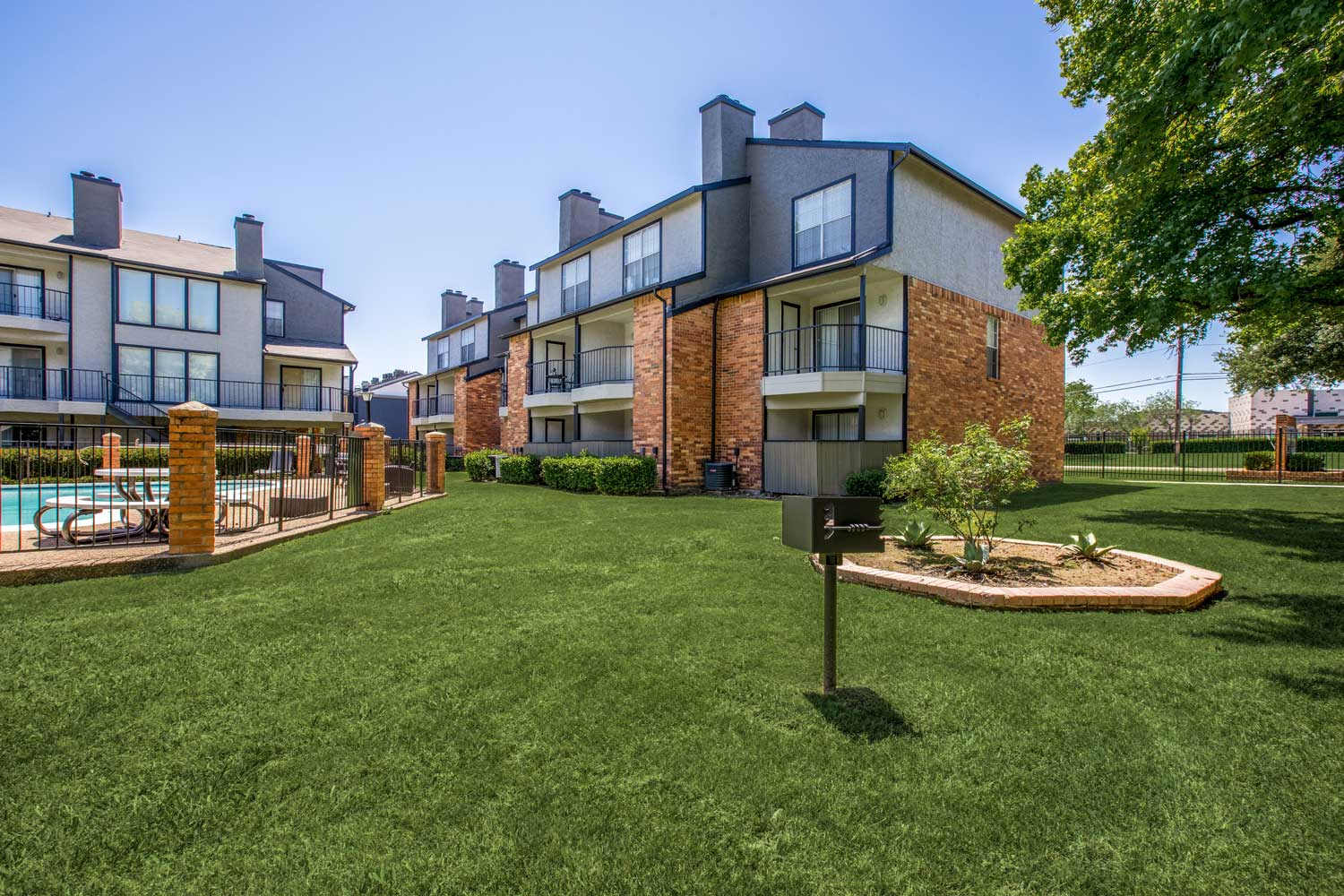 Lush Landscaping at Cadence Apartments in Dallas, Texas