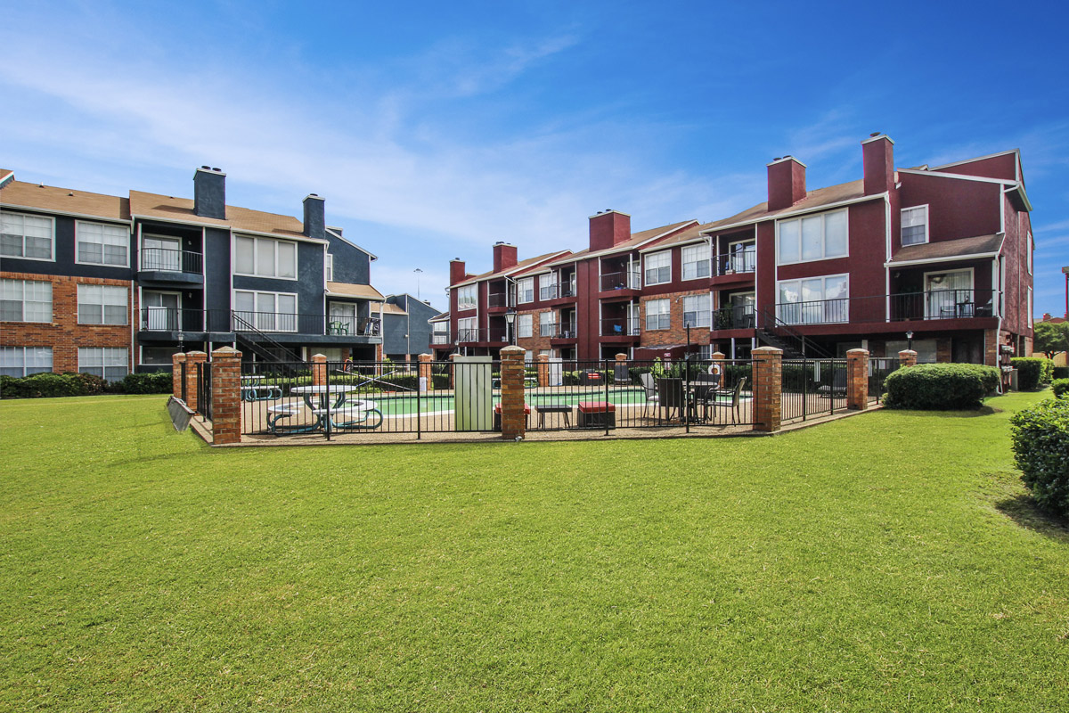 Gorgeous Landscaping at Cadence Apartments in Dallas, Texas