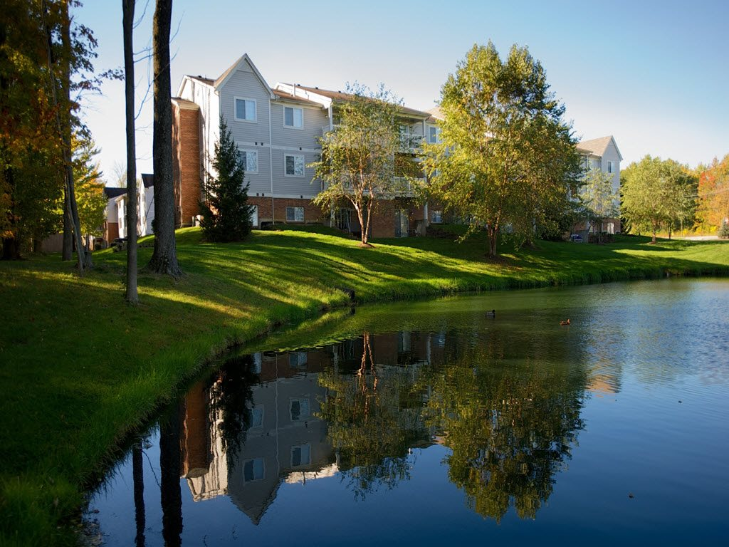 Apartment Community Overlooking Pond at Carriage Square Apartments in Loveland, Ohio