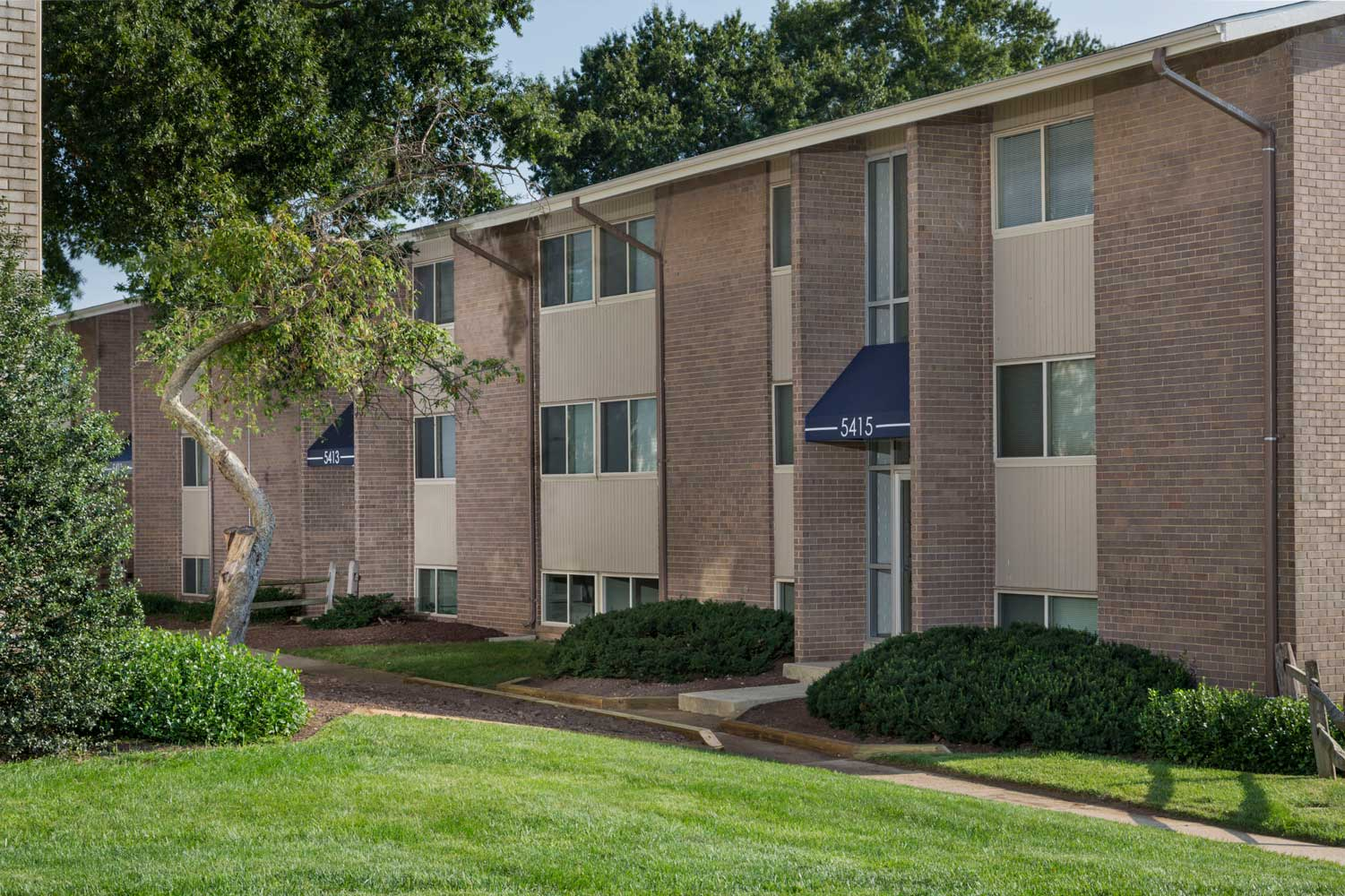 1, 2 and 3 Bedroom Apartments at Carrollon Manor Apartments in New Carrollton, MD