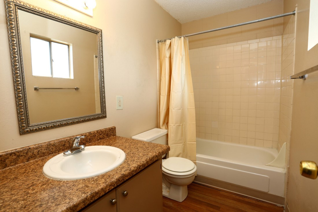 Shower and Tub Combination at Casa del Sol Apartments in Amarillo, TX