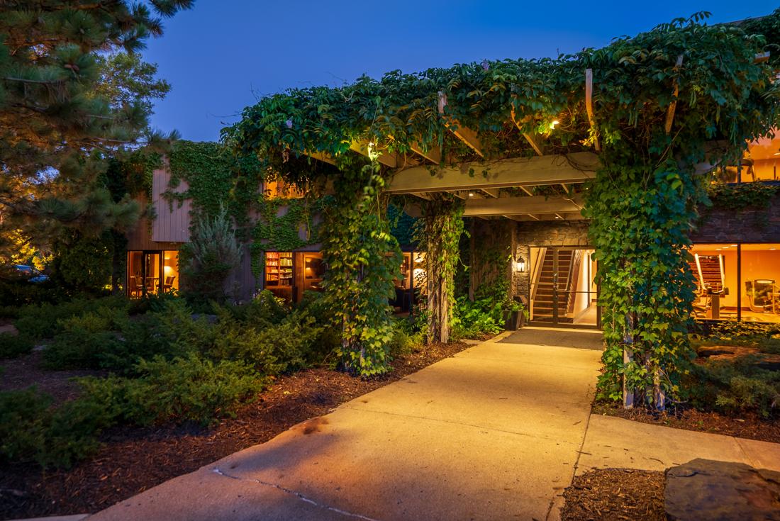A lush entrance at Cedars of Edina Apartments in Edina, MN