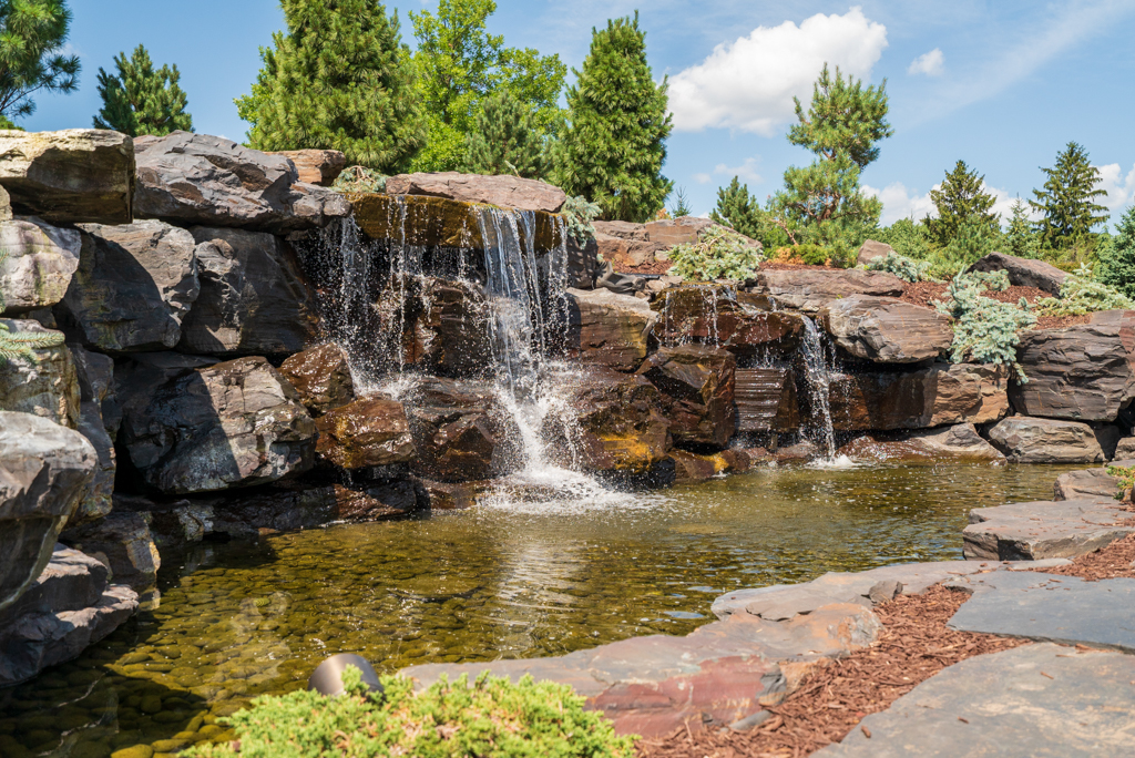 Falls at Gallagher welcome you to your new Cedars of Edina Apartment in Edina, MN