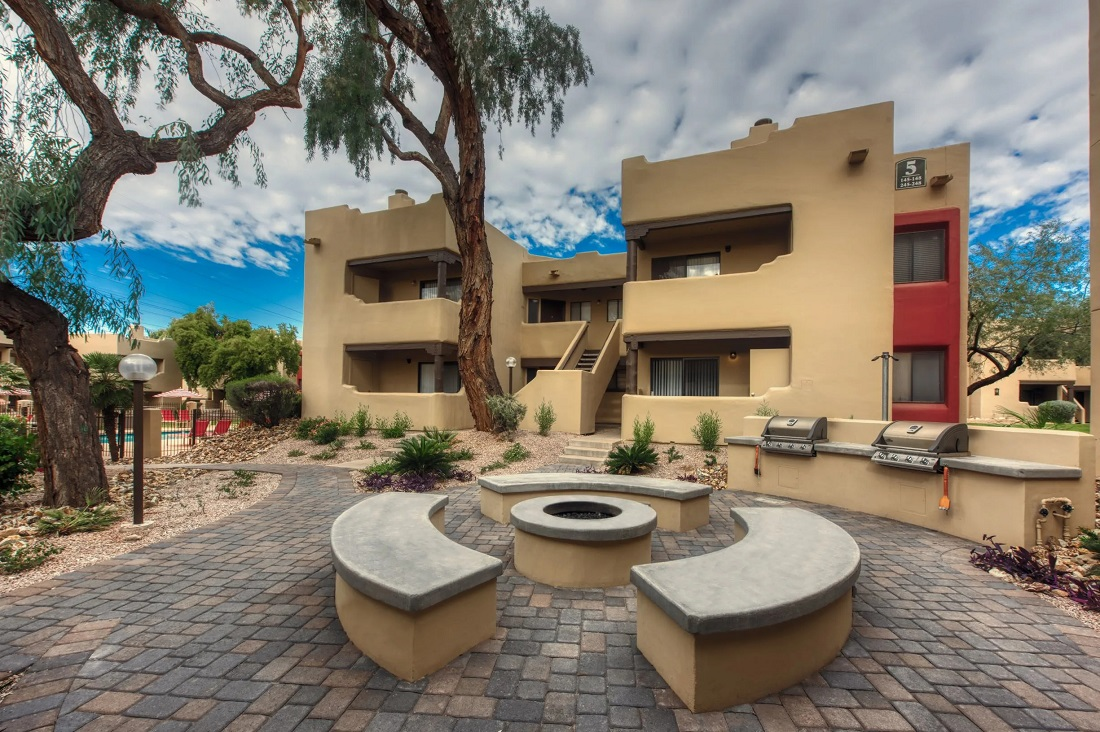 Beautiful Courtyard at Centerra Apartments in Scottsdale, AZ