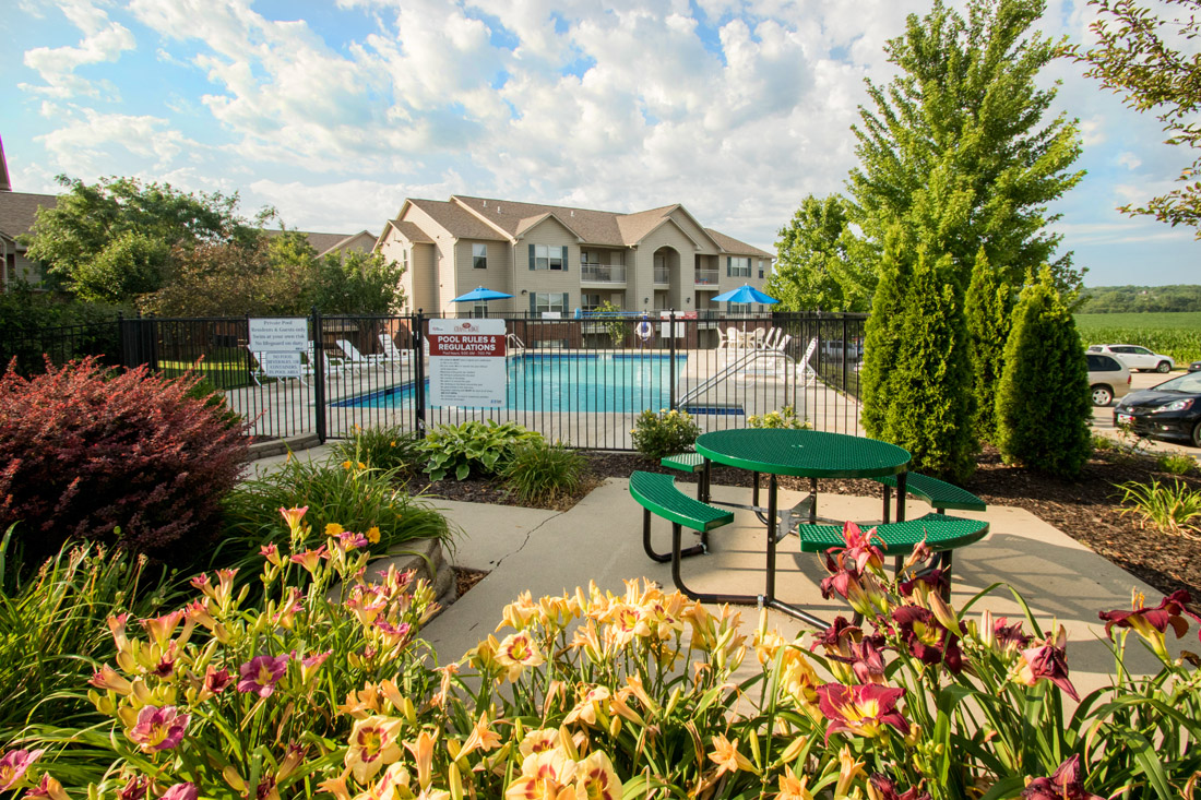 Lush Landscaping at Chapel Ridge of Marion Apartments in Marion, IA