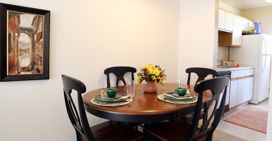 Dining Area at the Chartwell Townhouse Apartments in Rochester, NY