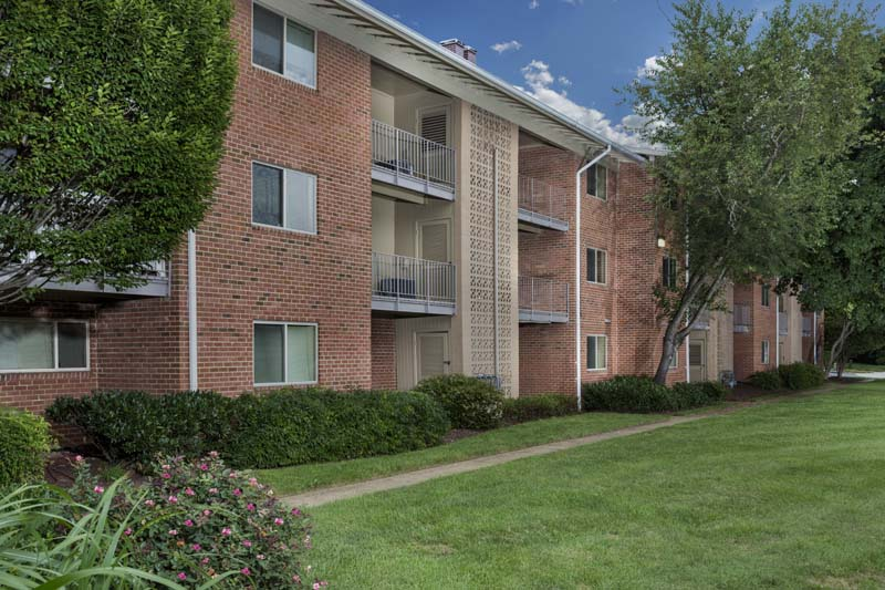 Studio, 1, 2 and 3-bedroom apartments at Chestnut Hill Apartments in Temple Hills, MD