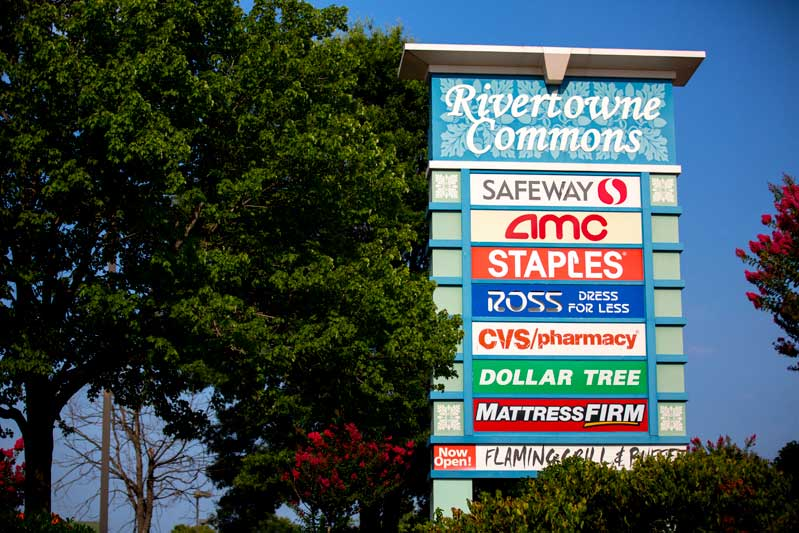10 minutes to Rivertowne Commons Marketplace