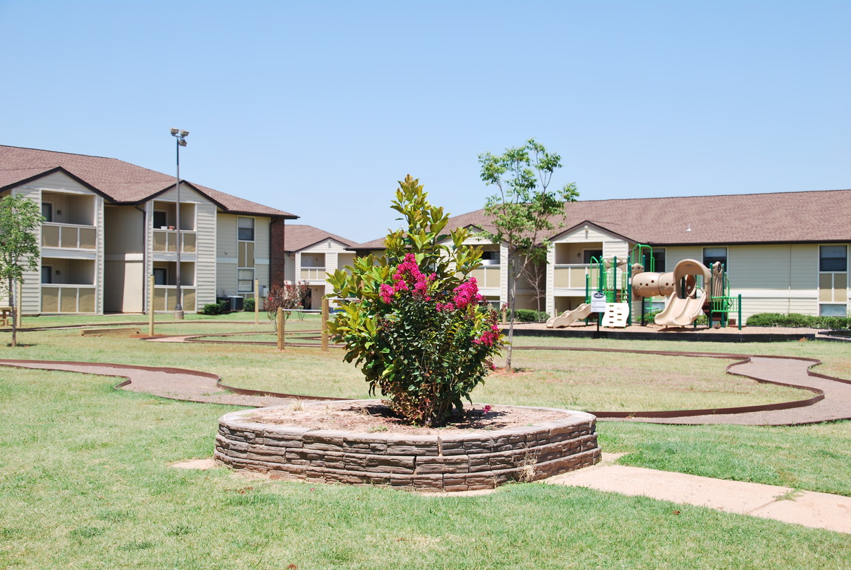 Chisholm Park Apartments
