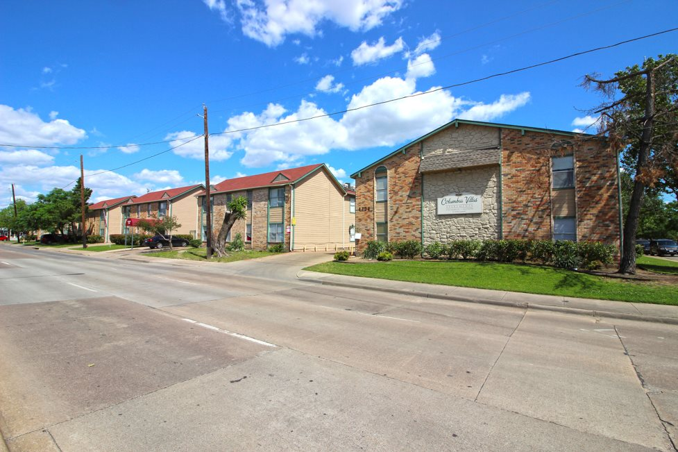One and Two-Bedroom Rentals at Columbia Villas Apartments in Dallas, Texas