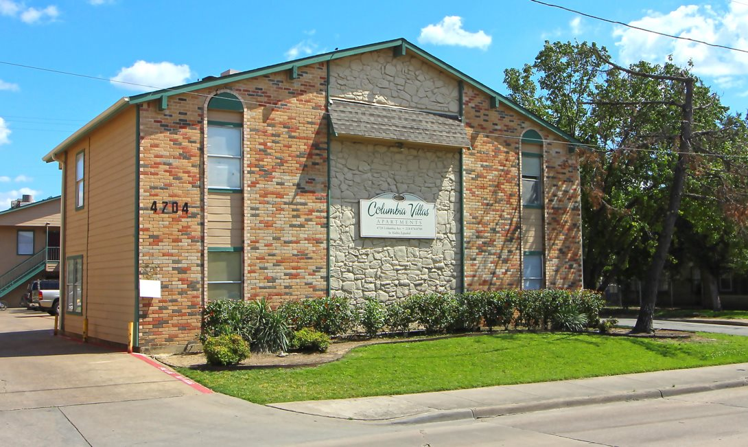Pet-Friendly Apartments at Columbia Villas Apartments in Dallas, Texas