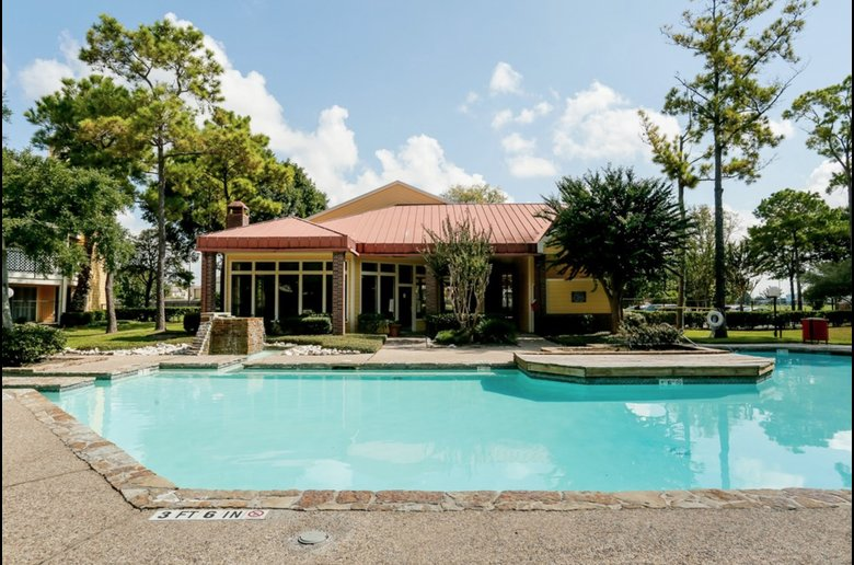 Beautiful Community Amenities at Copper Cove Apartments in Houston, Texas