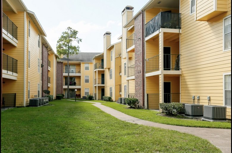 Conveniently Located Apartment Homes at Copper Cove Apartments in Houston, Texas