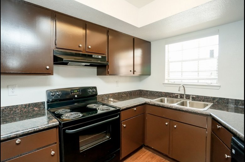 Refined Kitchen Amenities at Copper Cove Apartments in Houston, Texas