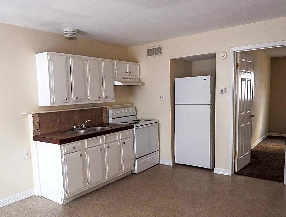 Fully Equipped Kitchen at Coral Manor Apartments in Texas City, TX
