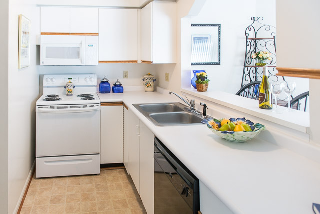 Fully-Equipped Kitchen at Cornhill Townhouse and Garden Apartments in Rochester, New York