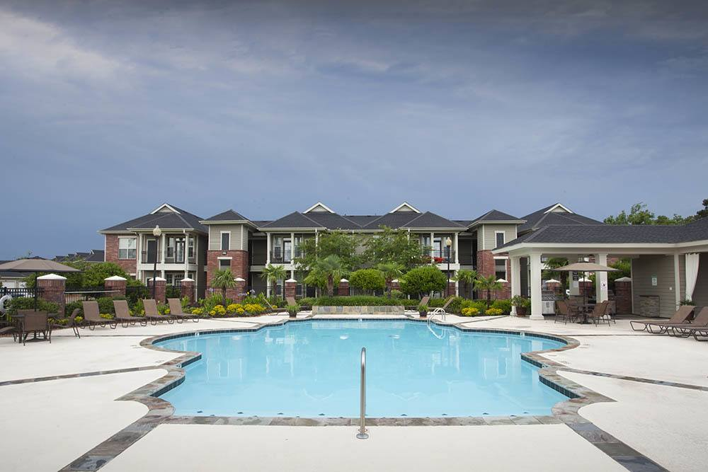 Sparkling Pool at Country Club Pointe Apartments Homes in Lake Charles, LA