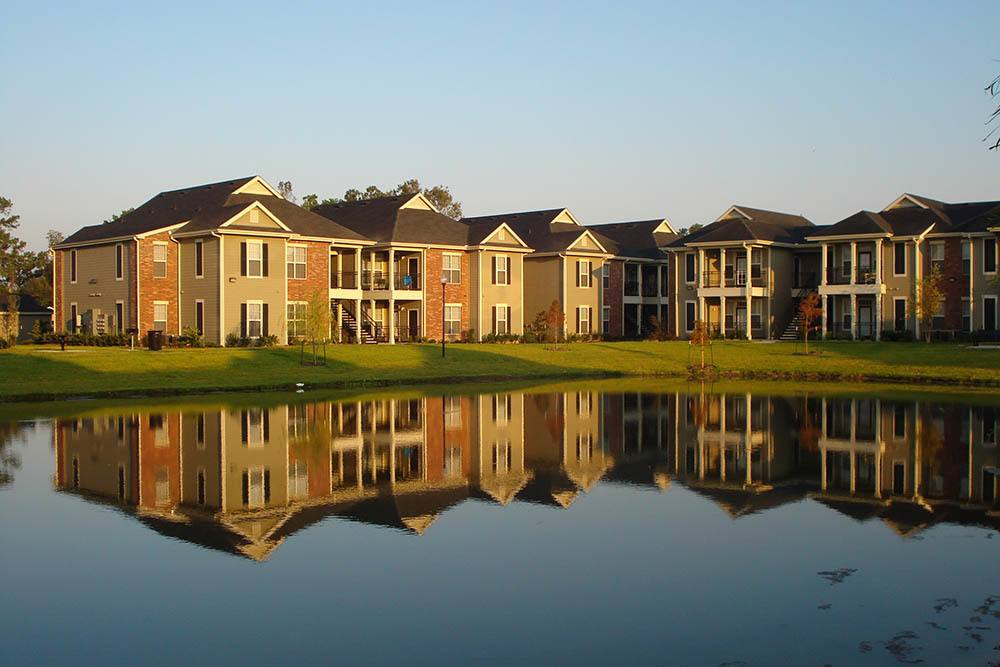 Scenic Views at Country Club Pointe Apartments Homes in Lake Charles, LA