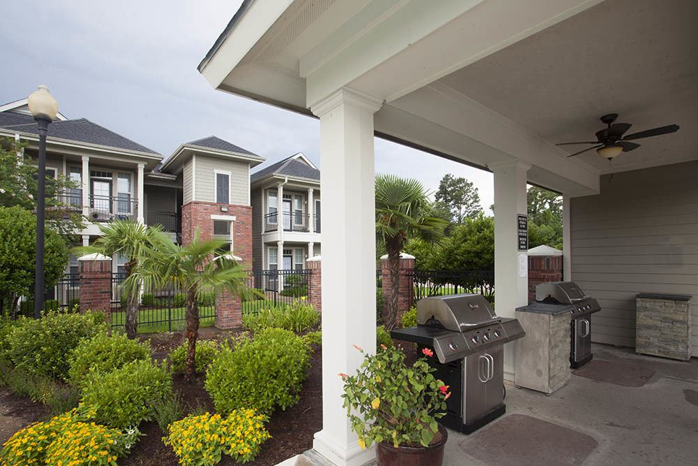 Outdoor Grill at Country Club Pointe Apartments Homes in Lake Charles, LA