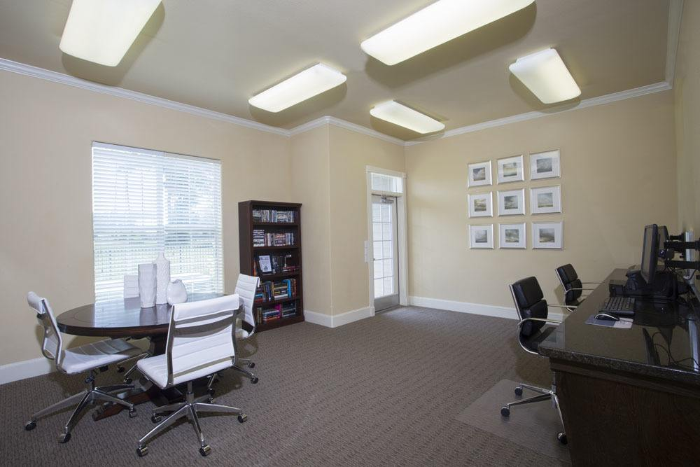 Business Center at Country Club Pointe Apartments Homes in Lake Charles, LA