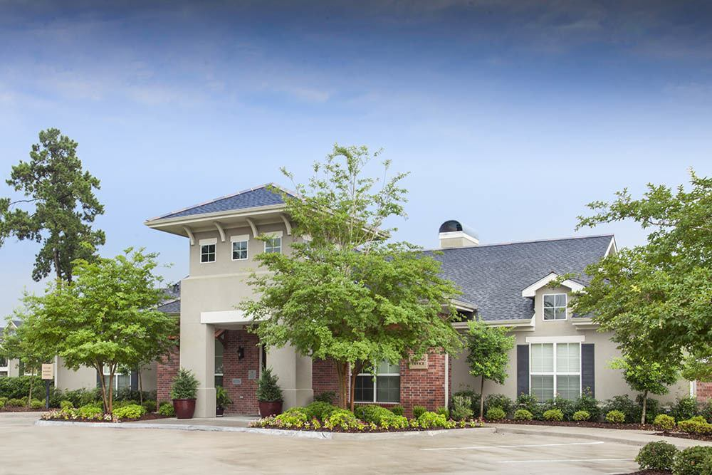 Professional Management at Country Club Pointe Apartments Homes in Lake Charles, LA
