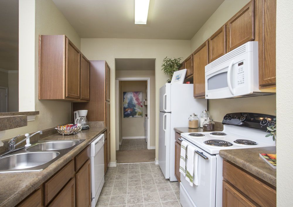 Fully Equipped Kitchen at Country Club Pointe Apartments Homes in Lake Charles, LA