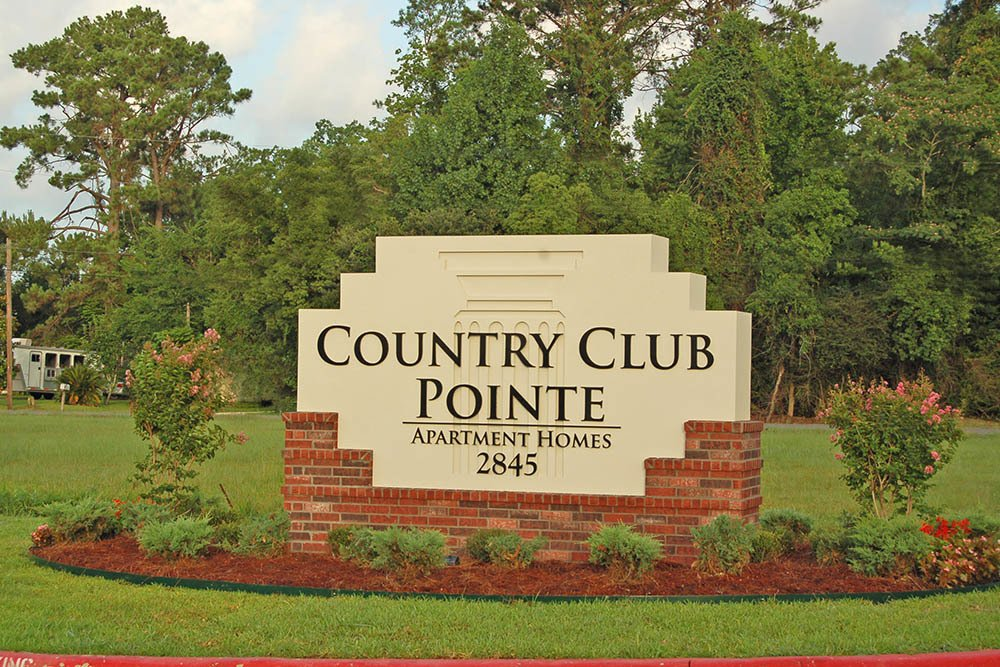 Welcome Signage at Country Club Pointe Apartments Homes in Lake Charles, LA