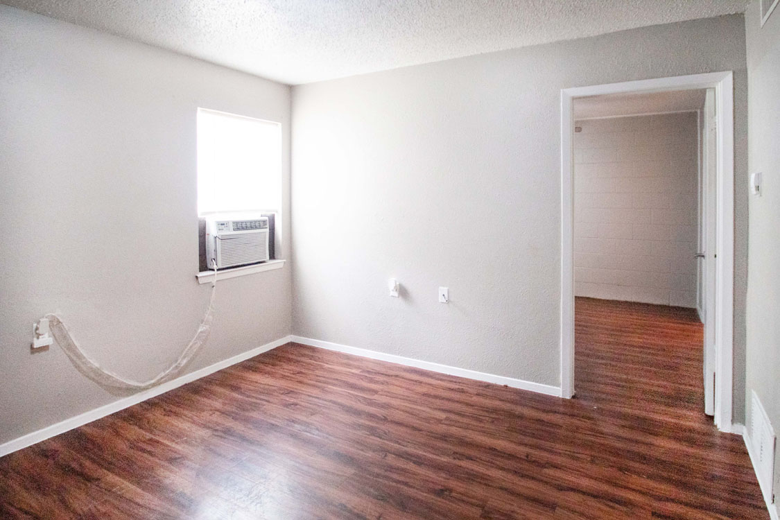 Spacious Living Rooms at Courtyard Park in Abilene, Texas