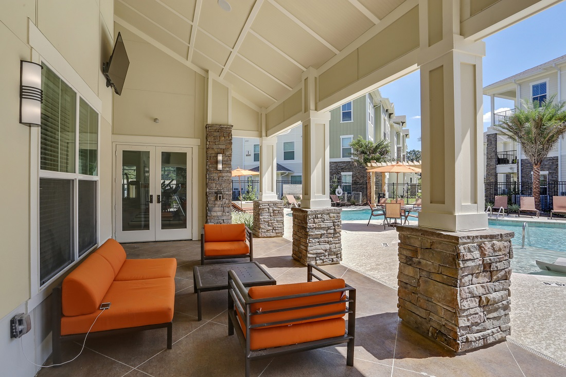 Community Patio with Furniture at Creekside Crossing in Walker, Louisiana