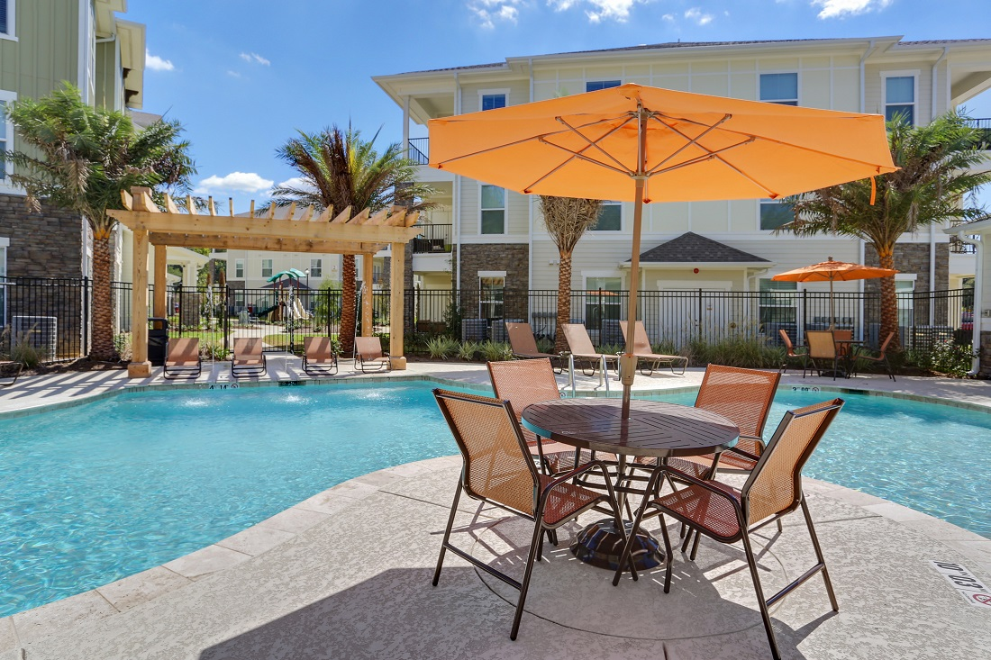 Outdoor Pool Lounge Area at Creekside Crossing in Walker, Louisiana