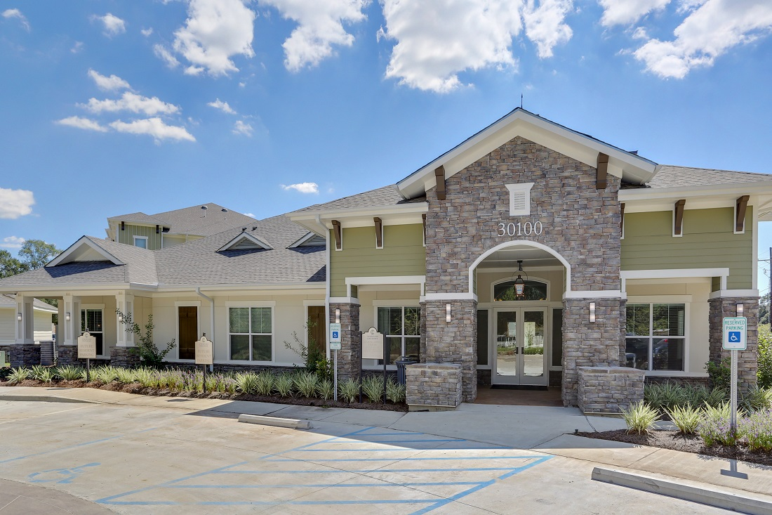 Family-Friendly Apartments in Walker at Creekside Crossing in Walker, Louisiana