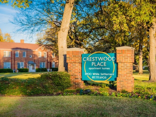 Beautiful Landscaping at Crestwood Place Apartments in Fort Worth, TX