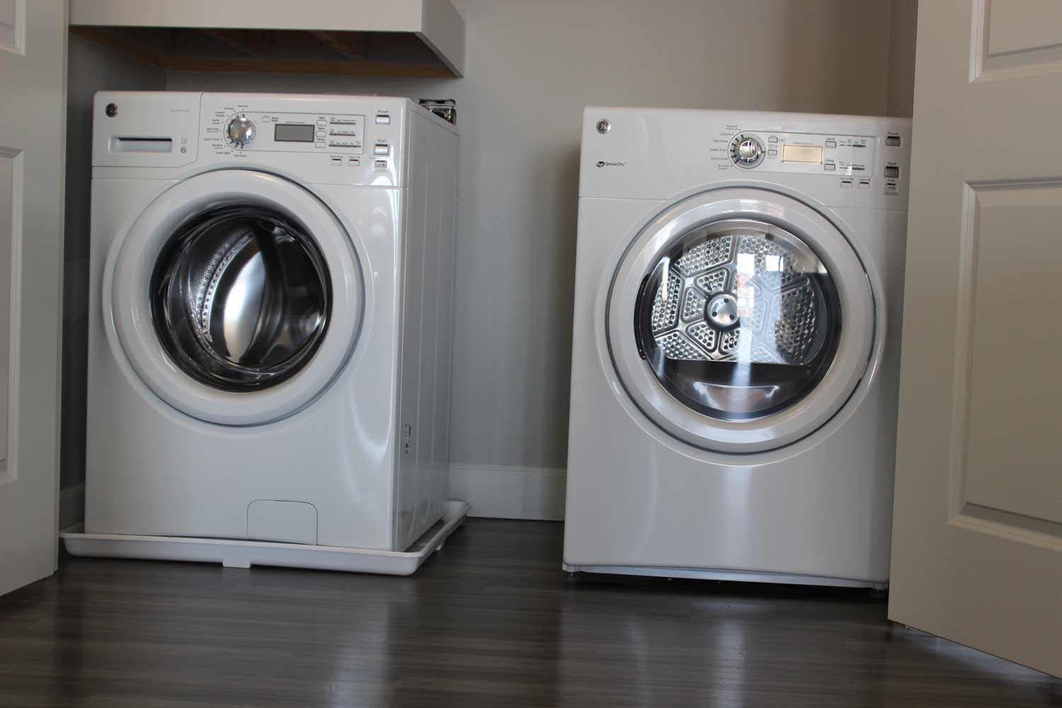 Laundry Area at The Vue at Creve Coeur Apartments in Creve Coeur, MO