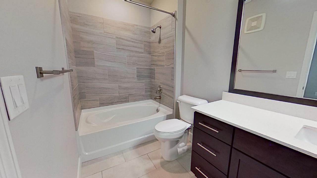 A1 Unit Shower and Tub at the Vue at Creve Coeur Apartments in Creve Coeur, MO