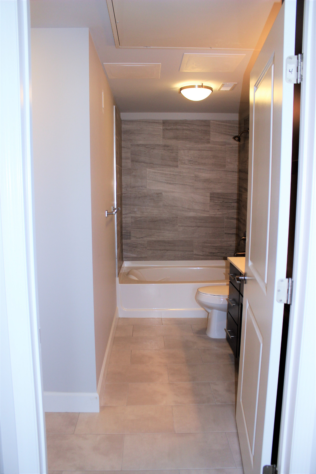 A2 Bathroom at the Vue at Creve Coeur Apartments in Creve Coeur, MO