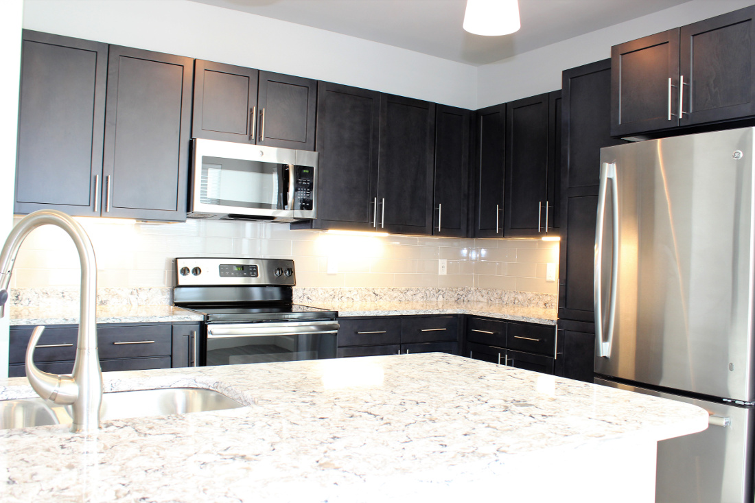 B4 Kitchen at the Vue at Creve Coeur Apartments in Creve Coeur, MO