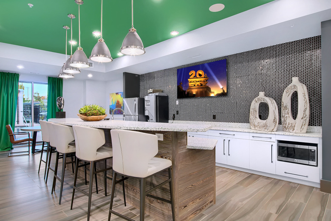 Lounge Area at the Vue at Creve Coeur Apartments in Creve Coeur, MO
