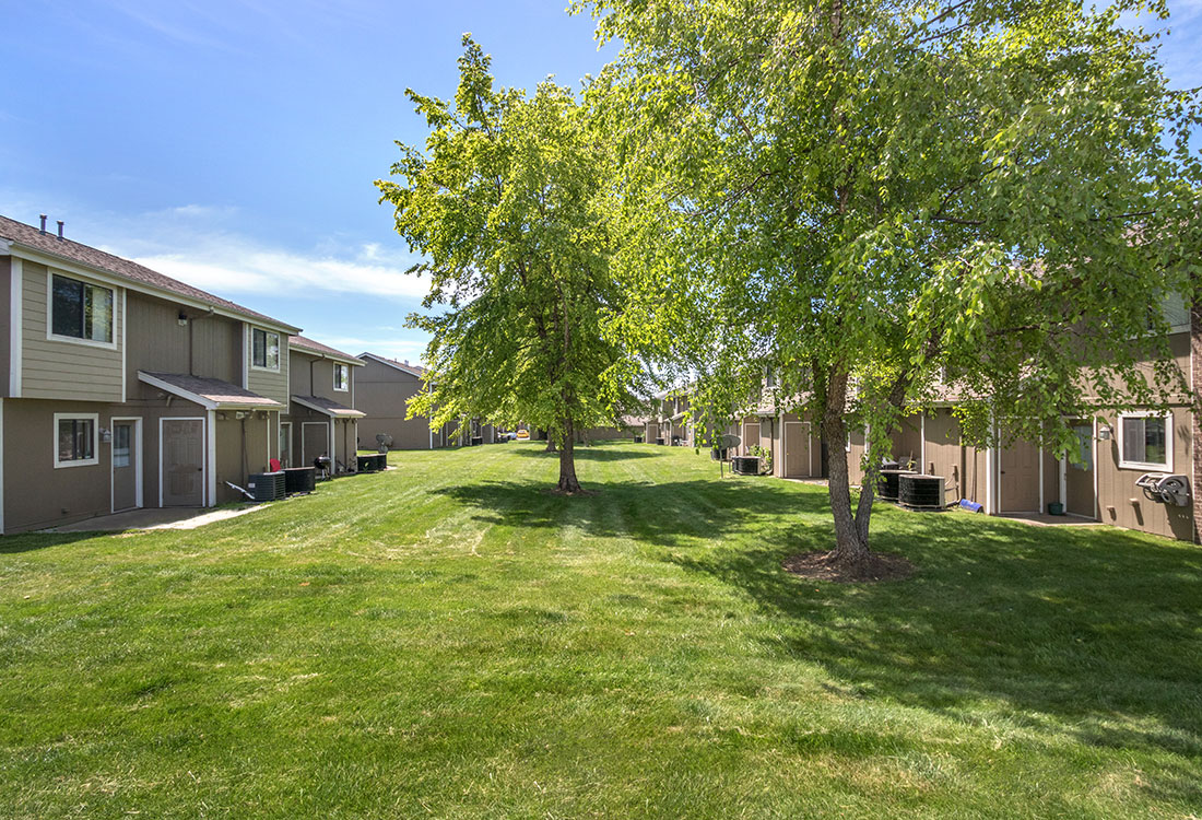 Green space at Crystal Ridge Apartments in Davenport, IA