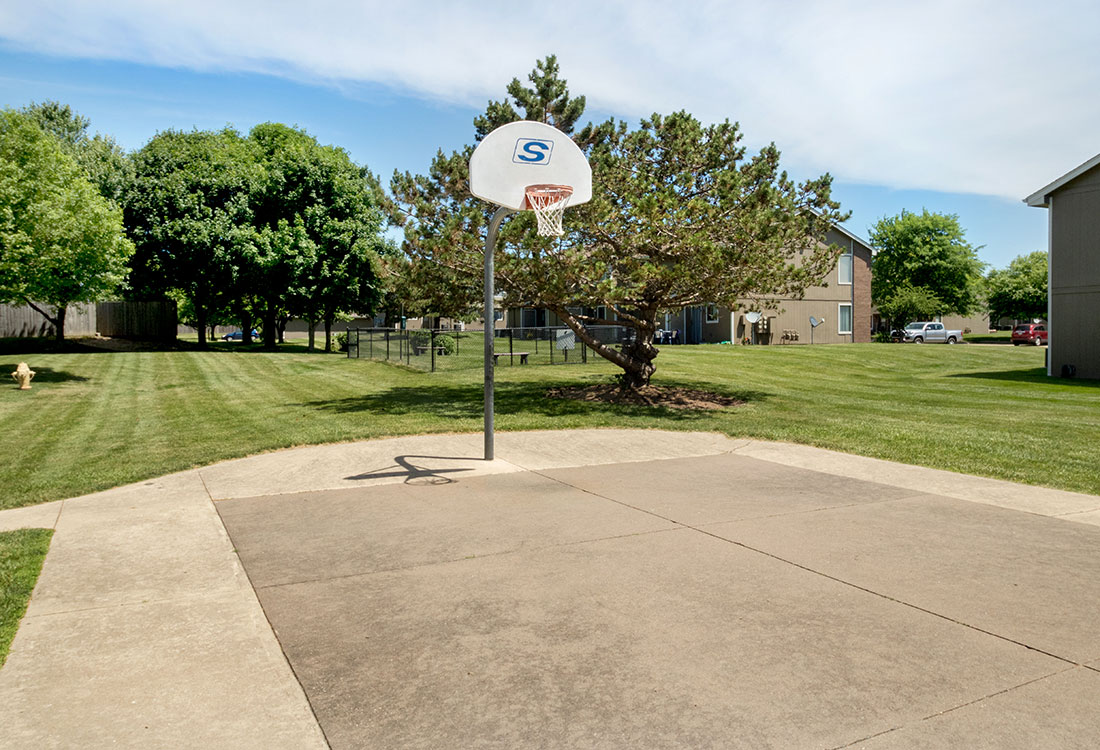 Basketball Court at Crystal Ridge Apartments in Davenport, IA