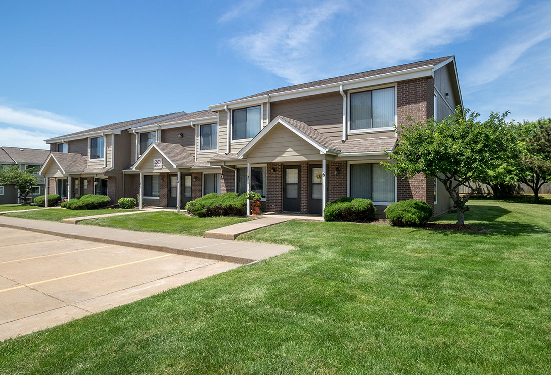 Townhomes for Rent in Davenport at Crystal Ridge Apartments in Davenport, IA