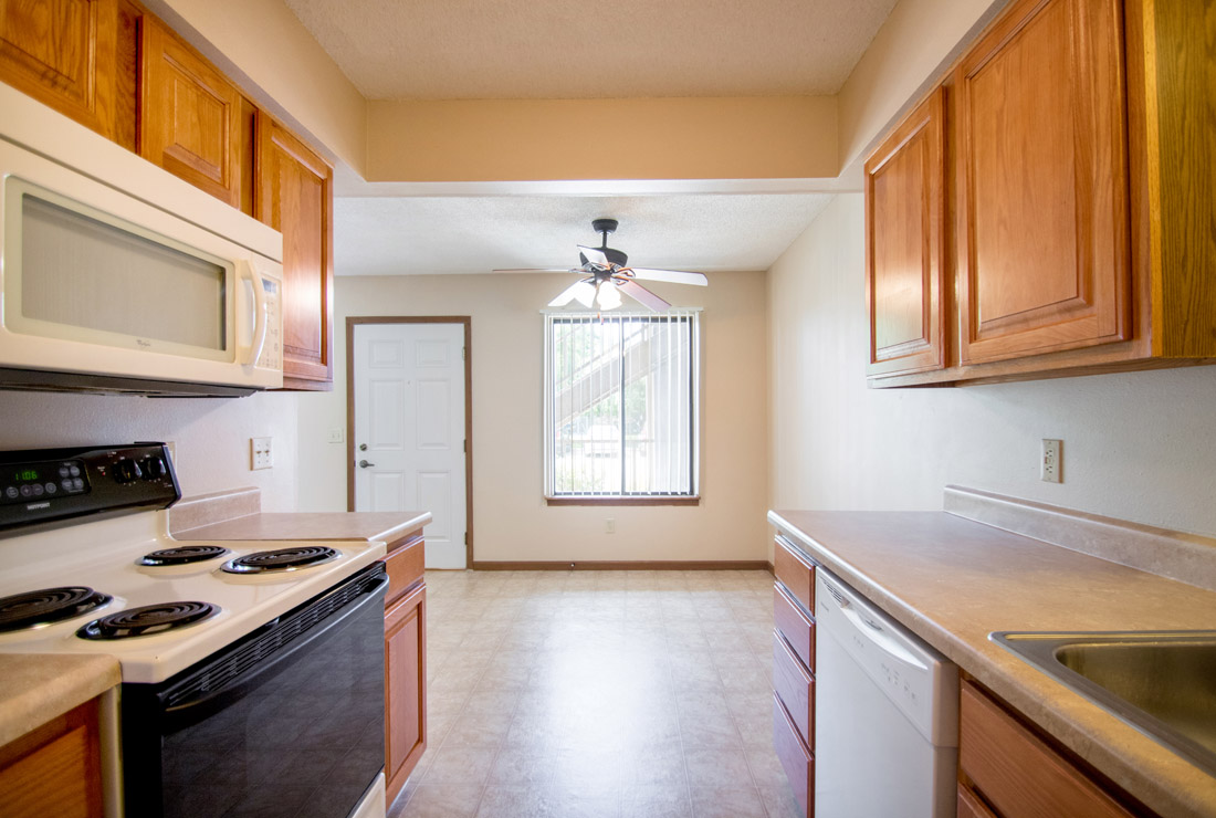 Kitchen & Dining at Crystal Ridge Apartments in Davenport, IA