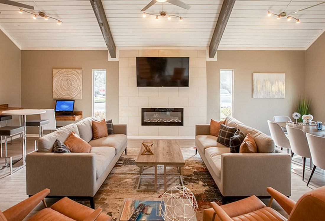 Community Clubhouse with Exposed Beams at Curry Junction Apartments in Abilene, Texas