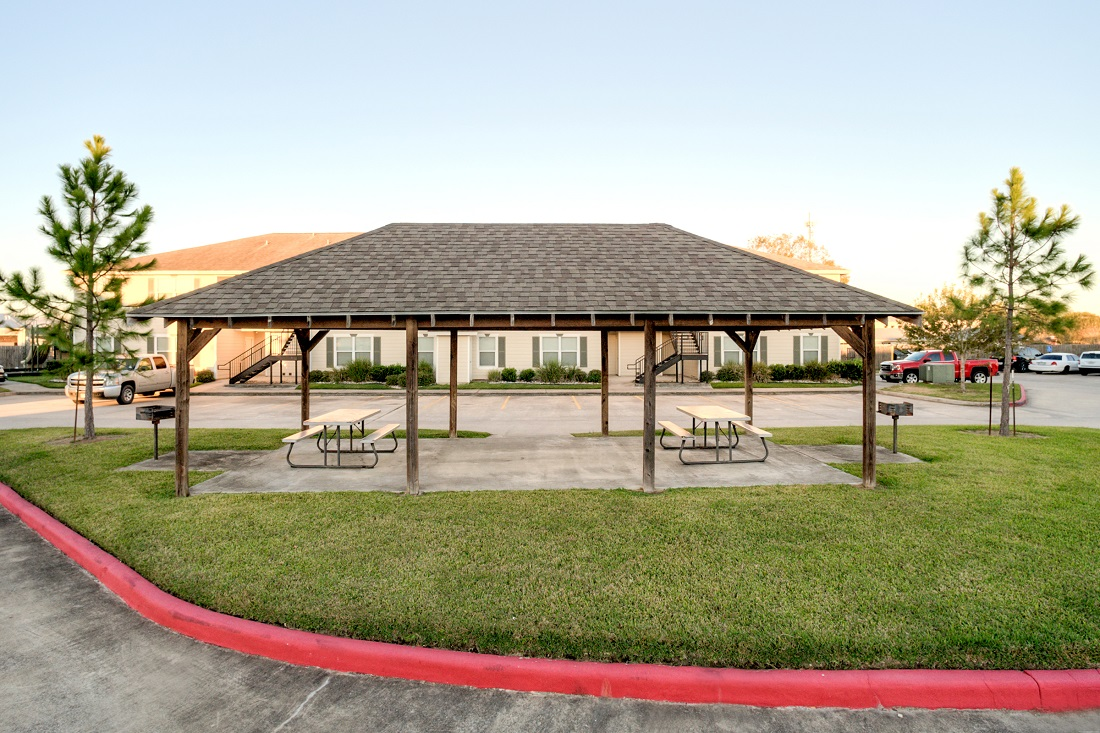 Outdoor Picnic Pavilion at Cypress Bend Apartments in Beaumont, TX