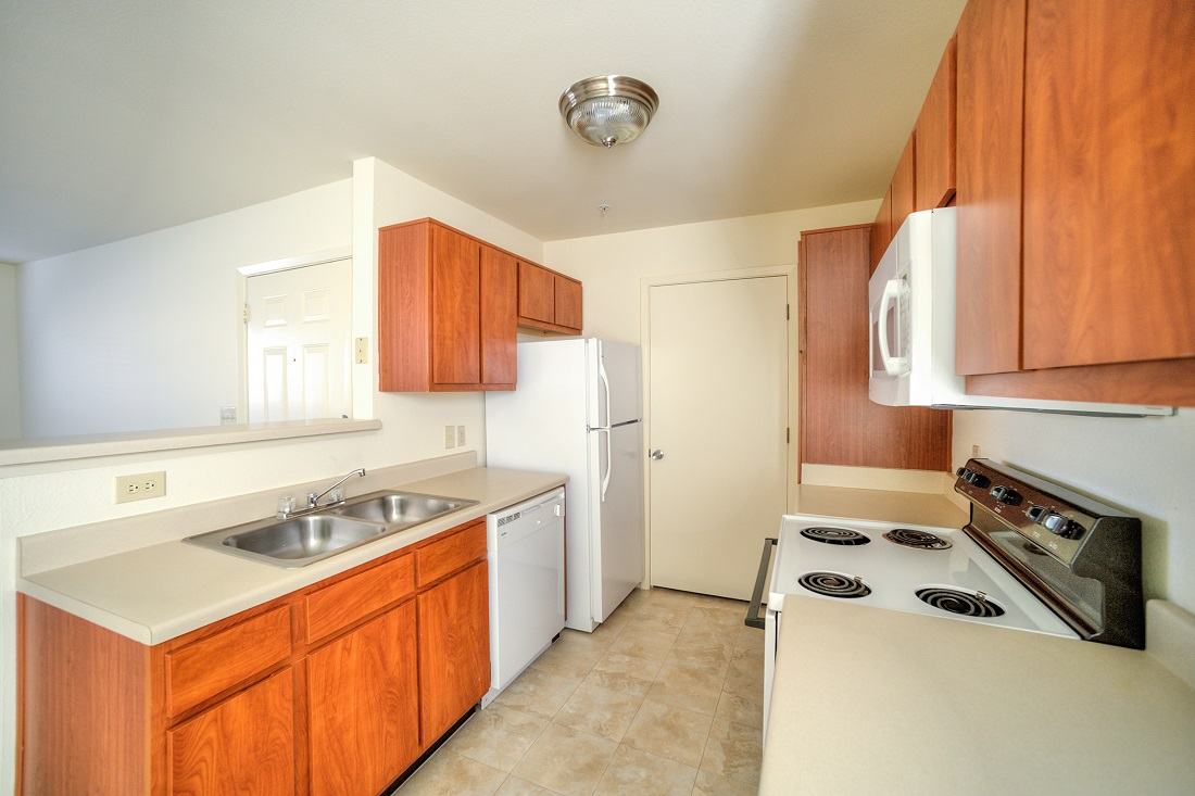 Spacious Kitchen with Ample Counterspace at Cypress Bend Apartments in Beaumont, TX